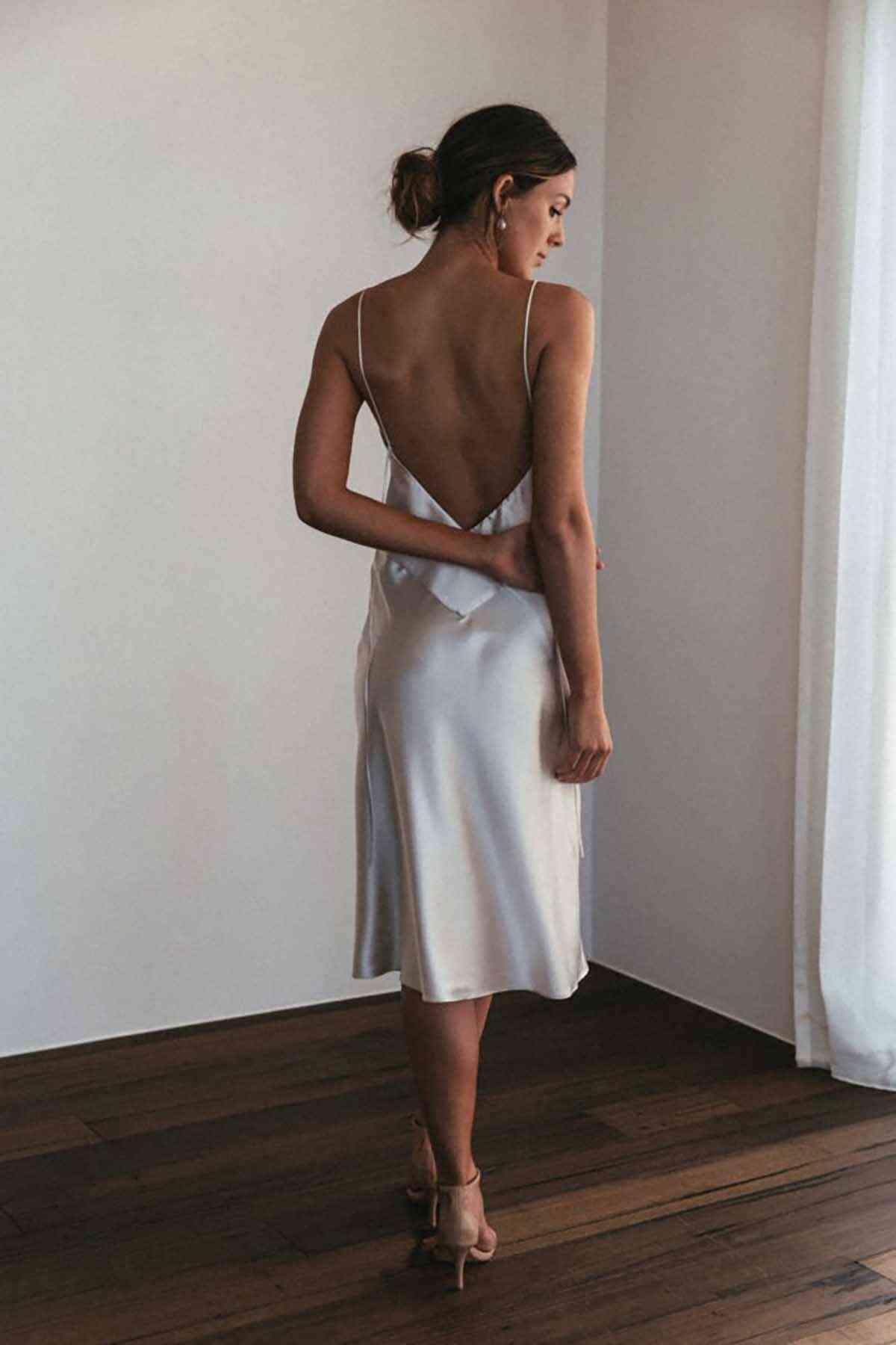 Merry See Sırt Dekolteli Uzun Saten Gecelik Elbise Beyaz