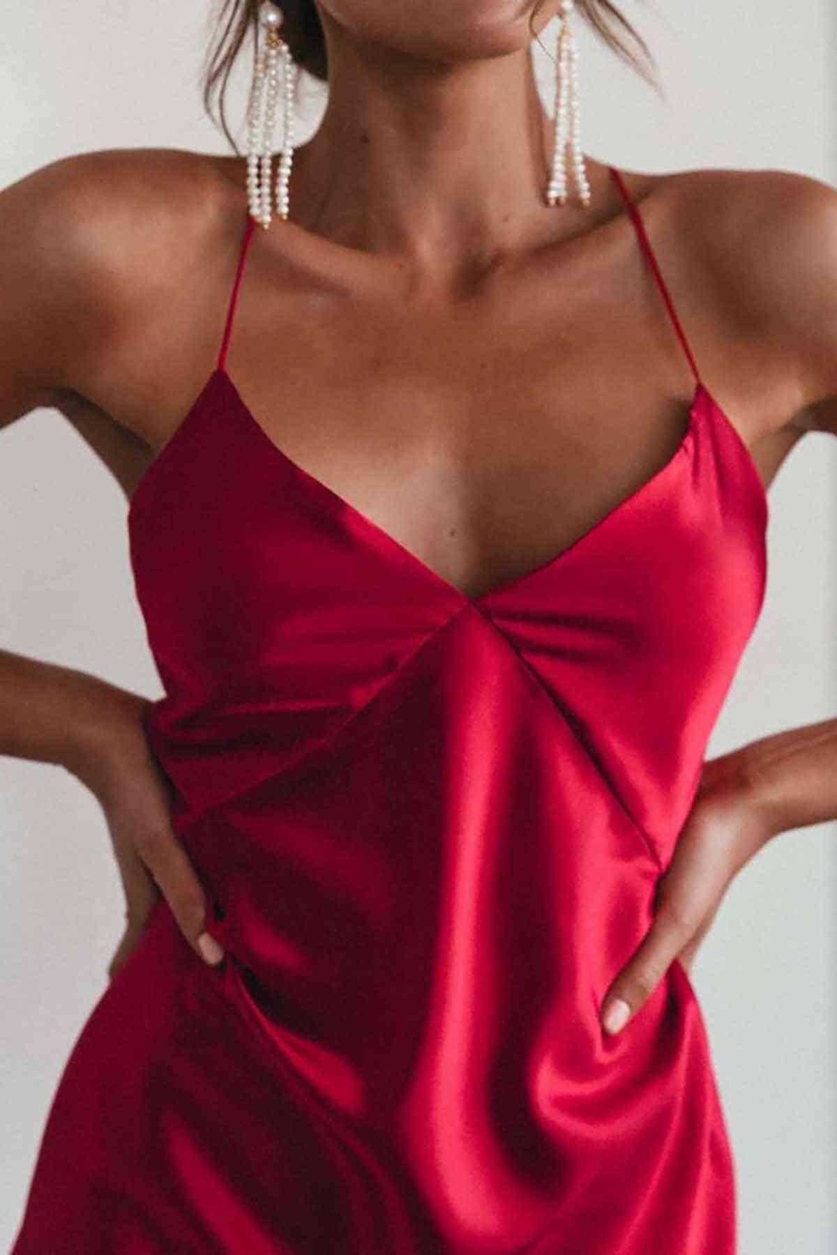Merry See Sırt Dekolteli Uzun Saten Gecelik Elbise Kırmızı